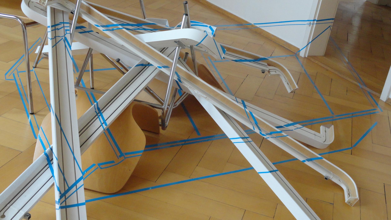 o.T., Zeichnung in situ auf Dekorationsleisten, Städt. Galerie Tettnang 2012