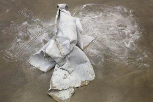 "Eva Gentner, Miriam Rose Gronwald: Performance ""cement kimono"""